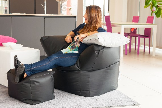 Poltrò and Piedo - the club chair with soft footrest